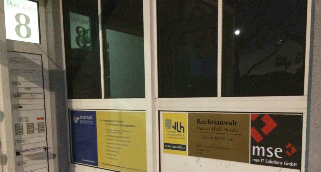 Schild am Eingang Büro Böblingen